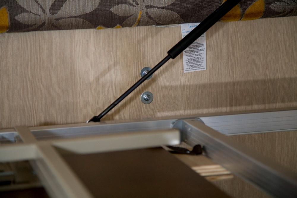 Installing an electric towel rail (2/6)